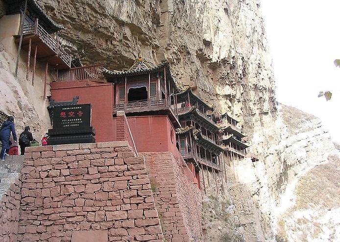Один з найдивовижніших монастирів в світі — висячий храм гори Хенг (2)