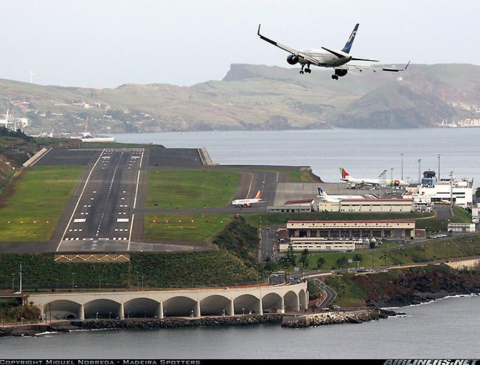 Міжнародний аеропорт Мадейри: аеропорт на колонах (1)