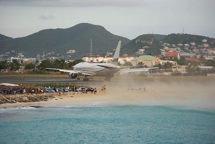 Унікальний аеропорт Принцеси Джуліани і пляж Махо Біч (4)