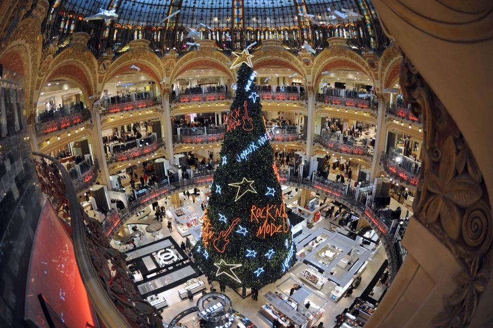 Розкішна ялинка в паризькому «Galeries Lafayette».