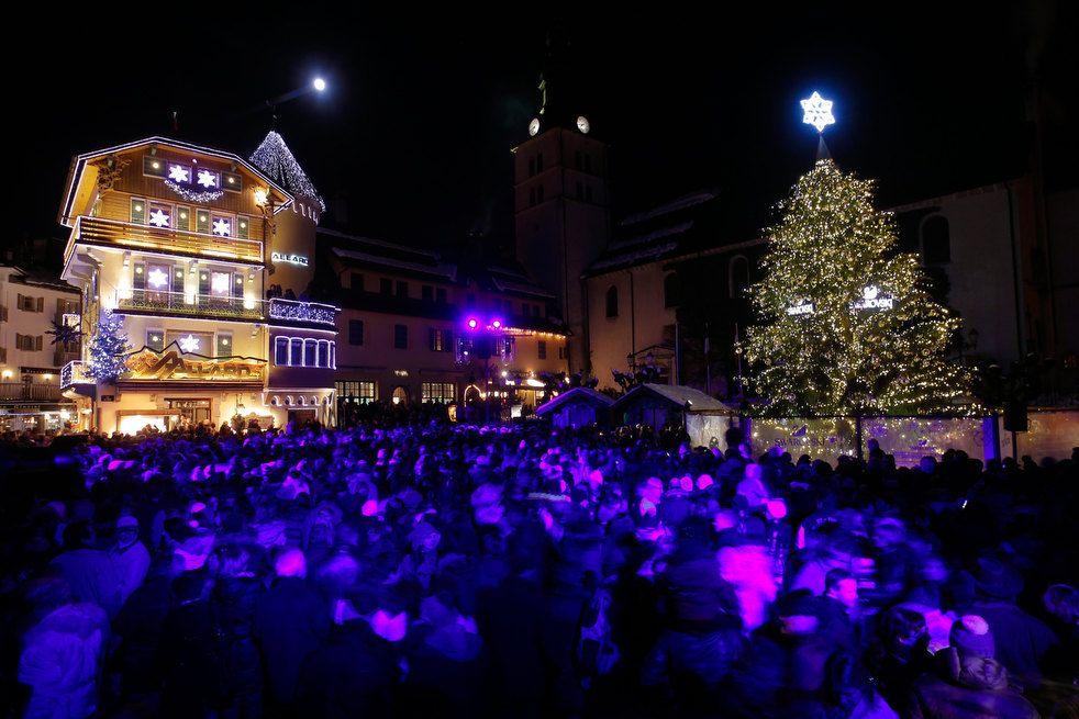Ще одна литовська ялинка. На цей раз звичайна столична у Вільнюсі на Кафедральній площі.