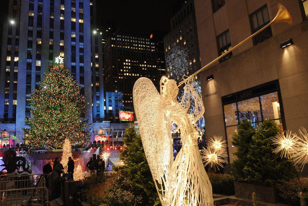 22,5 метрова ялинка біля Рокфеллер-центру в Нью-Йорку, США.