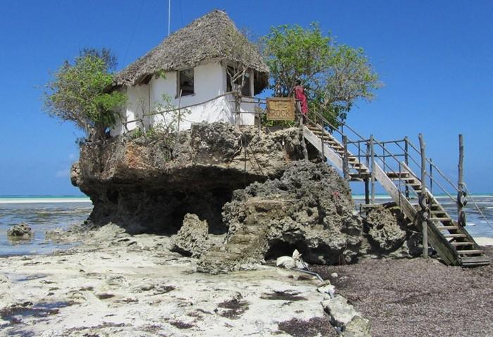Найколоритніший ресторан морепродуктів на прибережній скелі (2)