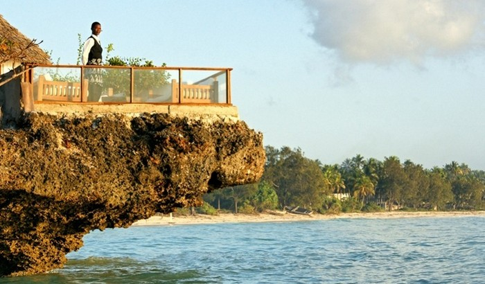 Найколоритніший ресторан морепродуктів на прибережній скелі (6)