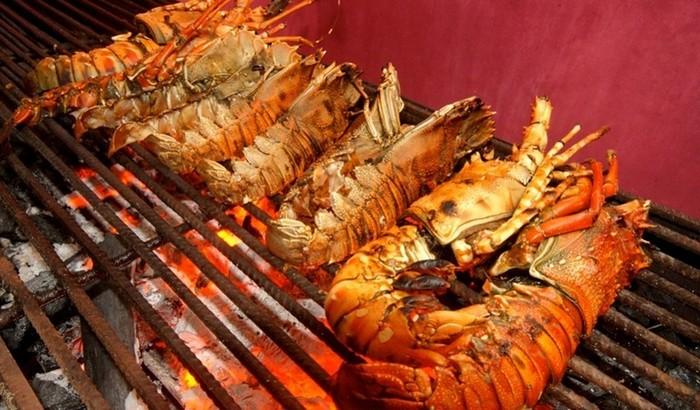 Найколоритніший ресторан морепродуктів на прибережній скелі (5)