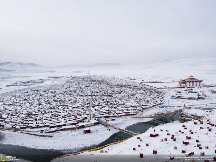 Найбільший в світі монастир під назвою Yarchen: 10 000 ченців на висоті 4 000 метрів (6)