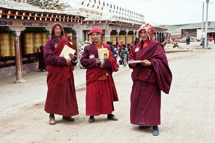 Найбільший в світі монастир під назвою Yarchen: 10 000 ченців на висоті 4 000 метрів (3)