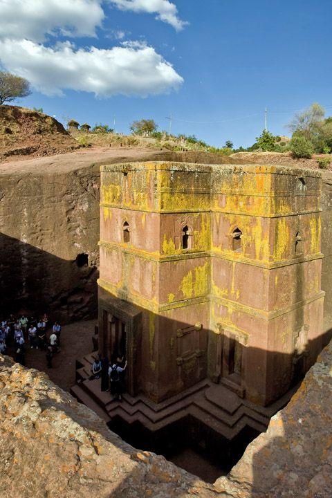 Унікальні монолітні храми в скелі міста Лалібела (4)