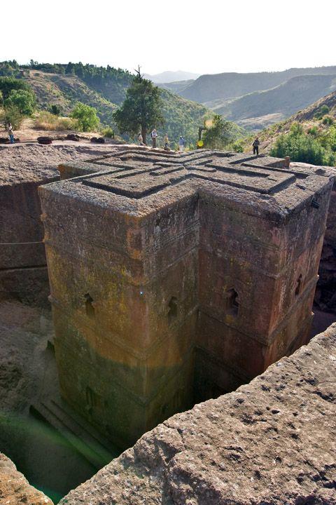 Унікальні монолітні храми в скелі міста Лалібела (7)