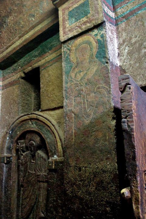 Унікальні монолітні храми в скелі міста Лалібела (16)