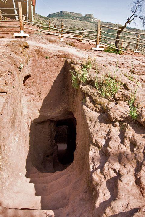 Унікальні монолітні храми в скелі міста Лалібела (21)