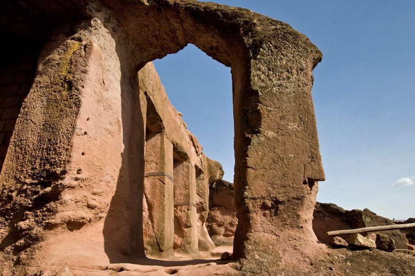 Унікальні монолітні храми в скелі міста Лалібела (36)