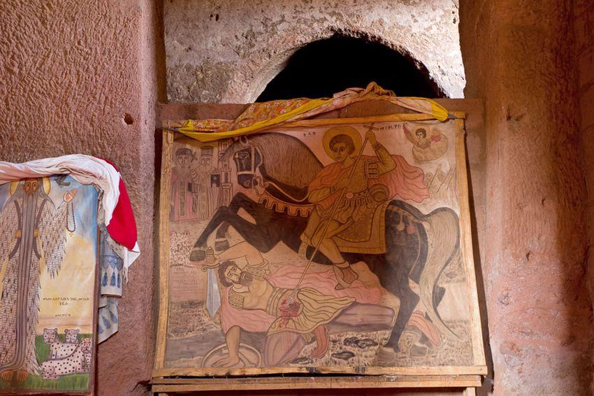 Унікальні монолітні храми в скелі міста Лалібела (38)