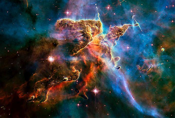 У Туманності Кіля можна знайти і більш складні формування, справжній зоряний краєвид - картина, фарбами в якій виступають галактики неймовірних з нашої точки зору розмірів ...