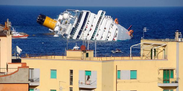 """Аварія та затоплення лайнера """"Costa Concordia"""""""