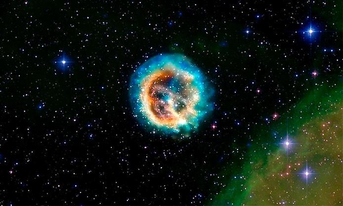 Гарний, схожий на медузу, залишок наднової зірки E0102