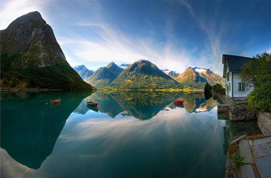 Віддзеркалення озера, Норвегія.