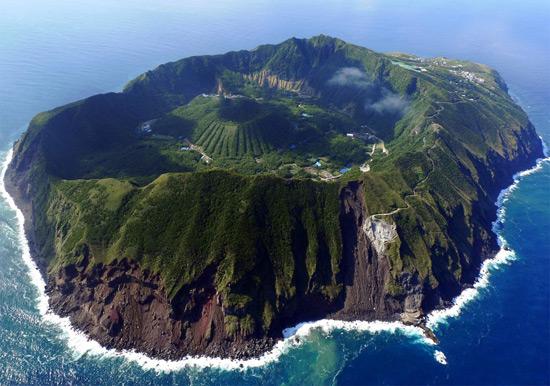 Острів вулкана в Японії.