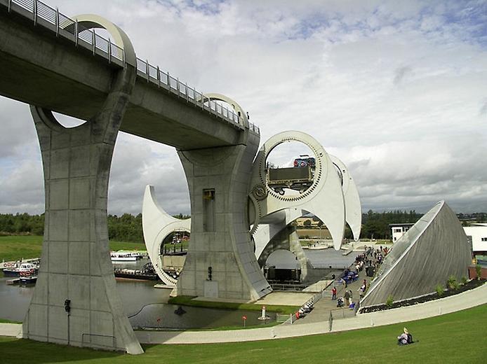 Колесо Фолкерк. Гігантський ліфт для човнів (4)