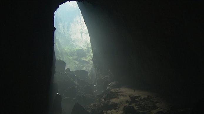 Хан Сон Дунг. Найбільша печера в світі (4)