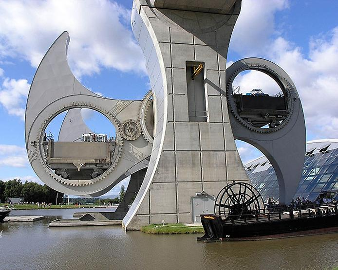 Колесо Фолкерк. Гігантський ліфт для човнів (2)