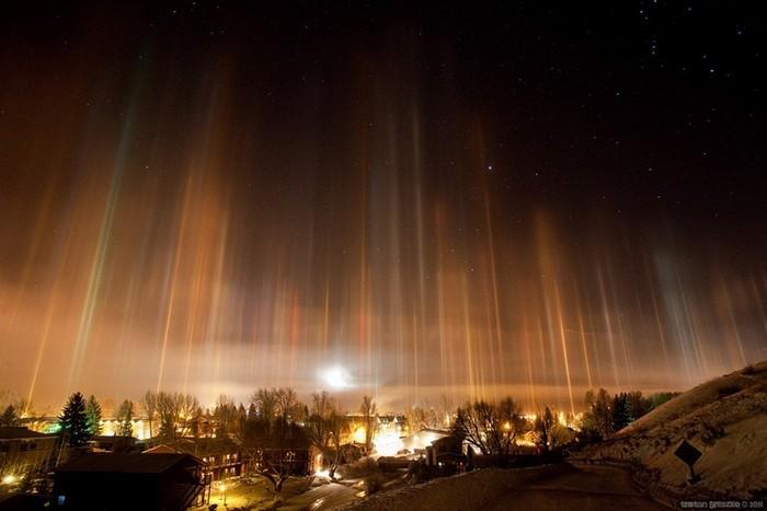 Стовпи світла: унікальне зимове атмосферний диво (3)