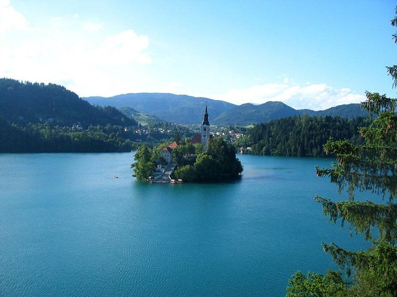 Церква на озері Блед в Словенії (7)
