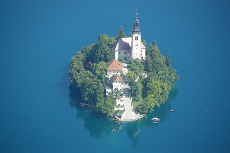 Церква на озері Блед в Словенії (5)