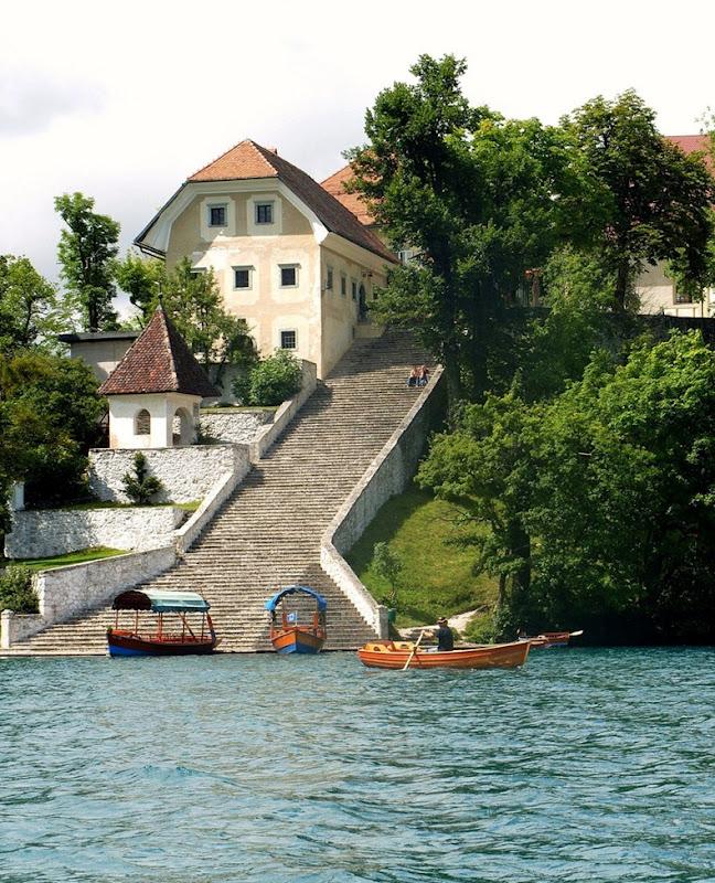 Церква на озері Блед в Словенії (4)