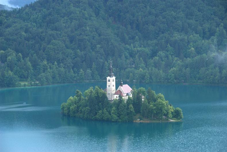 Церква на озері Блед в Словенії (3)