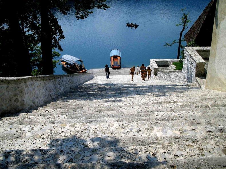 Церква на озері Блед в Словенії (2)