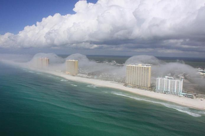 Дивна хвильова хмара на узбережжі Флориди (2)
