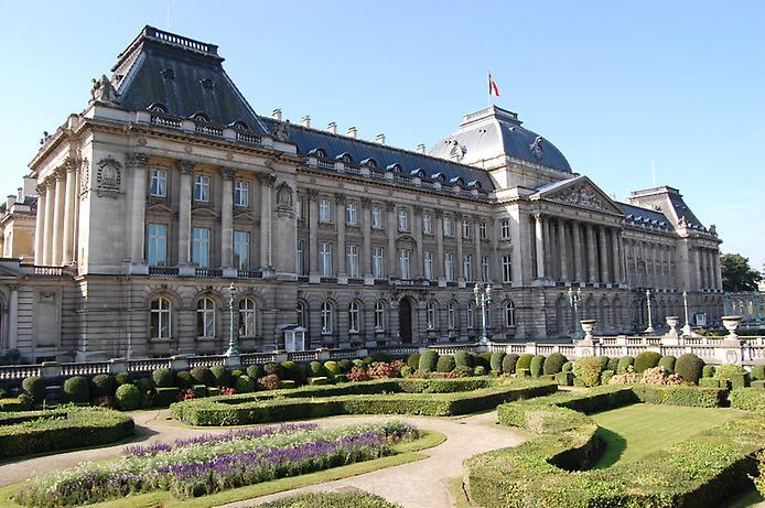 Величний королівський палац. Резиденція короля (1)