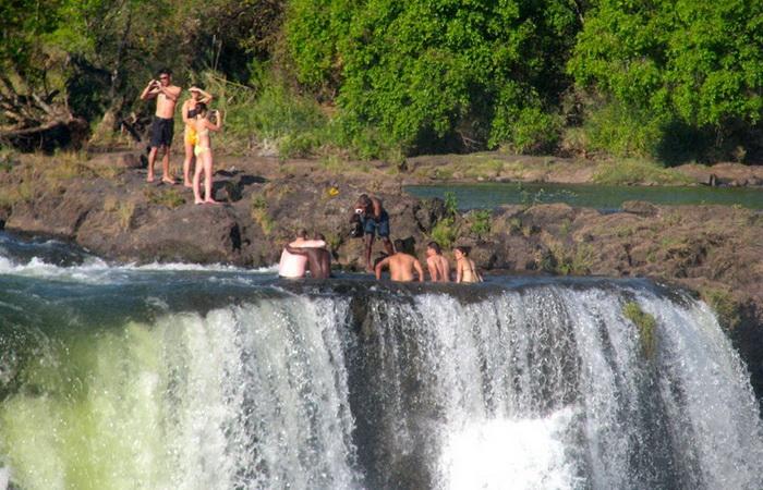 Купіль Диявола на краю водоспаду Вікторія (6)