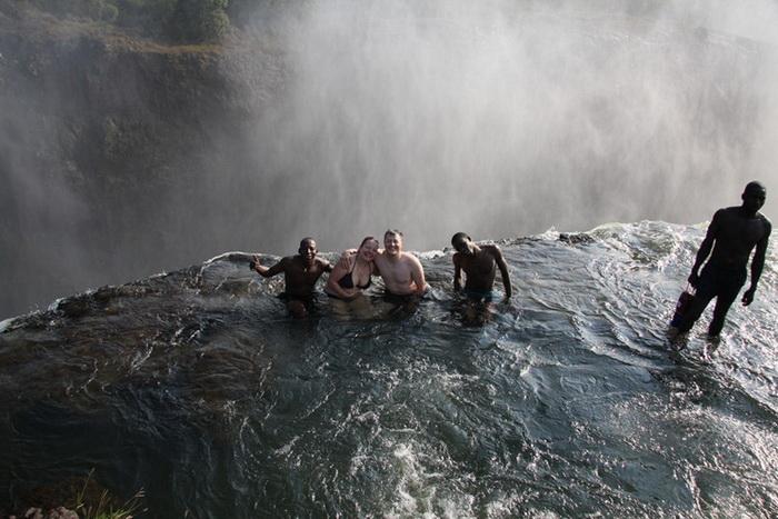 Купіль Диявола на краю водоспаду Вікторія (5)