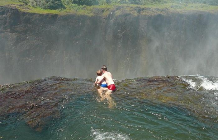 Купіль Диявола на краю водоспаду Вікторія (4)