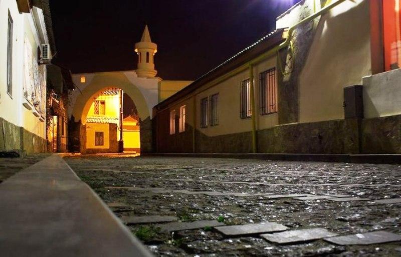 Поблизу музею  фото: Laspi