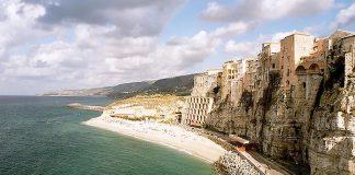10 дивовижних міст на скелях (11)