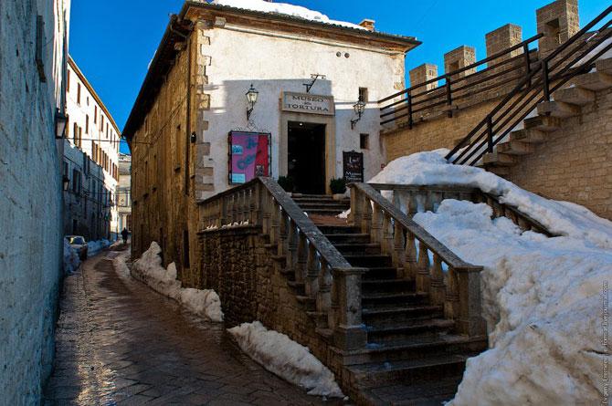 Сан-Марино - крихітна держава на скелях (15)
