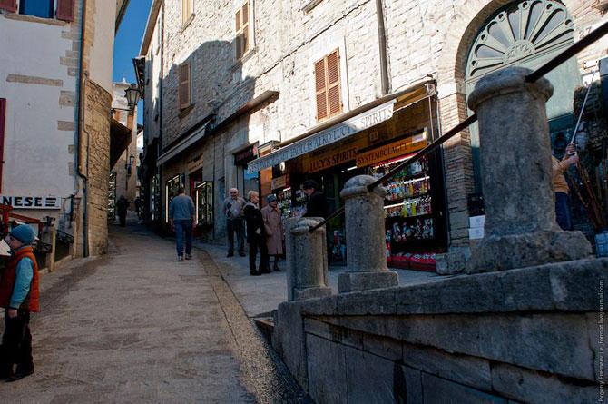 Сан-Марино - крихітна держава на скелях (14)