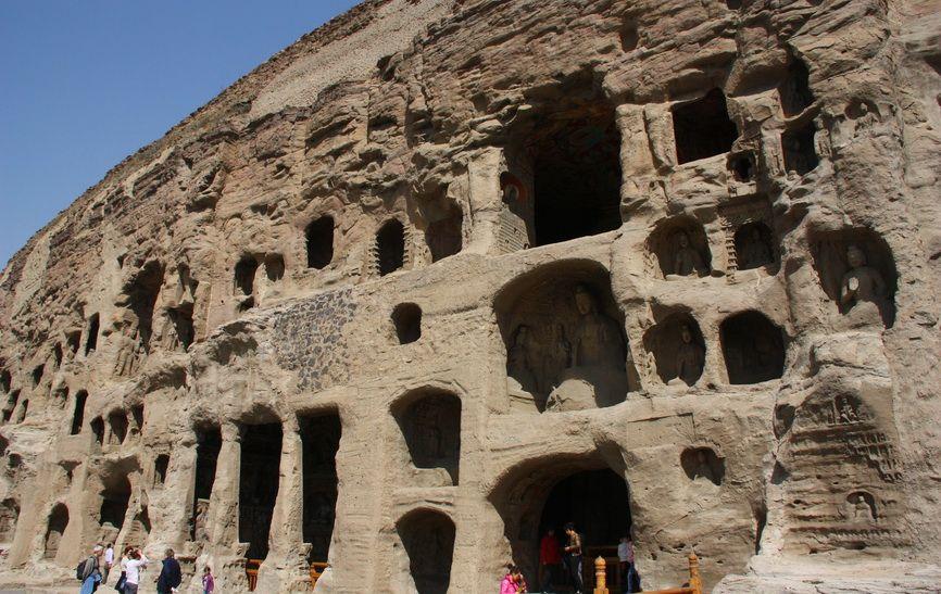Загальна довжина кручі, де вибиті печери, становить близько одного кілометра. Не всі гроти доступні для огляду, багато хто перебуває на великій висоті.