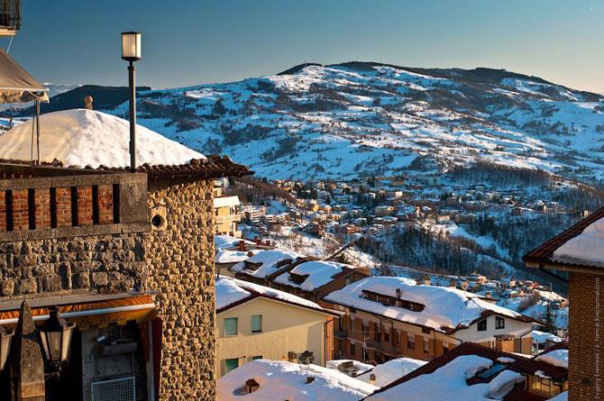 Сан-Марино - крихітна держава на скелях (13)