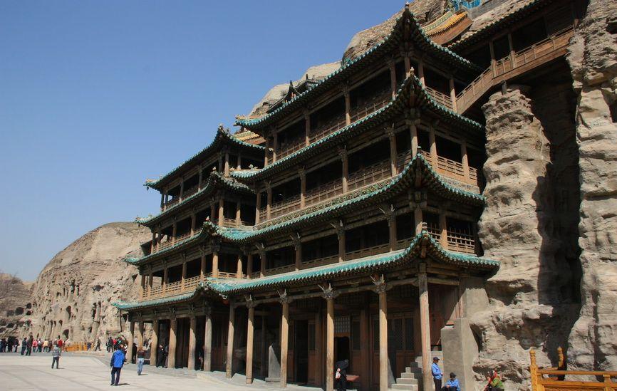Дерев'яні павільйони, побудовані цінських імператором Шуньчжі в 1651 році. Вони аналогічні всім незбереженим дерев'яним спорудам Юньгана, що прикривали печерні гроти.