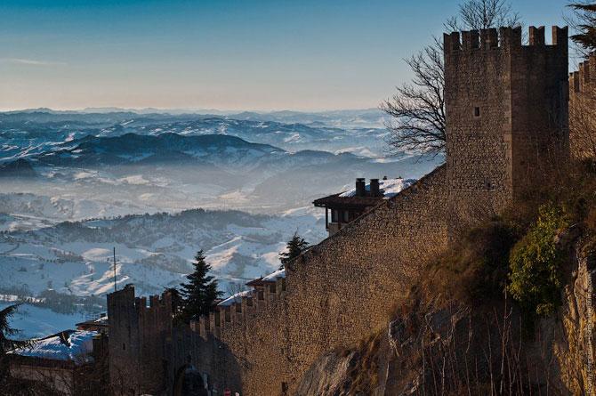 Сан-Марино - крихітна держава на скелях (9)