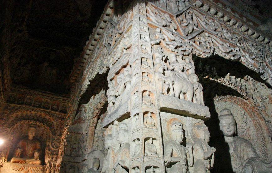 Ця печера також була вкрита дерев'яним павільйоном. У ній статуя Будди замінена на центральний стовп у вигляді багато прикрашеної пагоди.