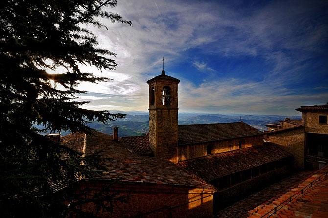Сан-Марино - крихітна держава на скелях (7)