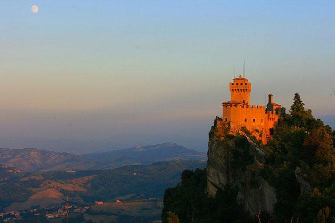 Сан-Марино - крихітна держава на скелях (3)