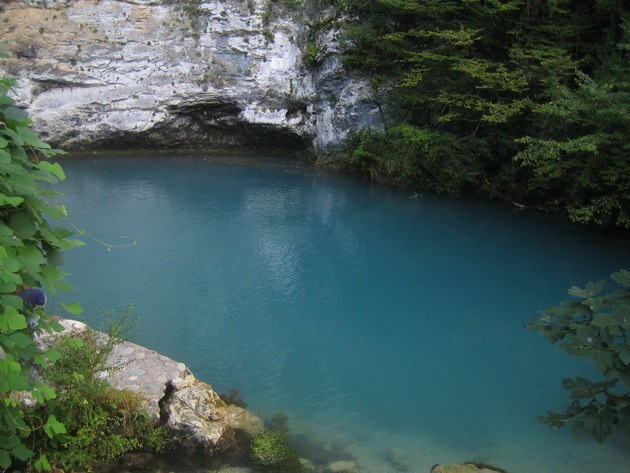 Синє озеро в Абхазії (6)