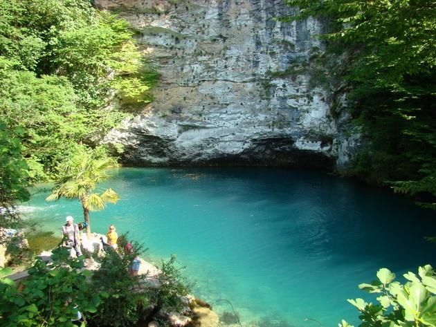 Синє озеро в Абхазії (3)