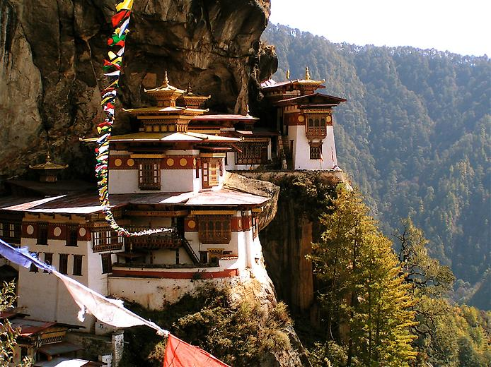 Ширяючий над землею монастир Такцанг-Лакханг в Бутані (5)